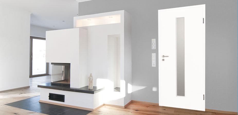Innentüren in Weißlack 9016 mit schmalem Lichtausschnitt
